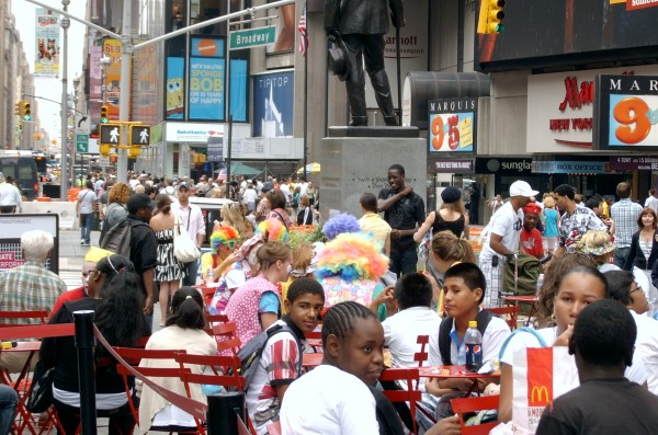 clowns-eating-lunch-times-square-e1351549554900